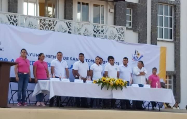 Ceremonia Cívica y un lúcido desfile del 109 Aniversario