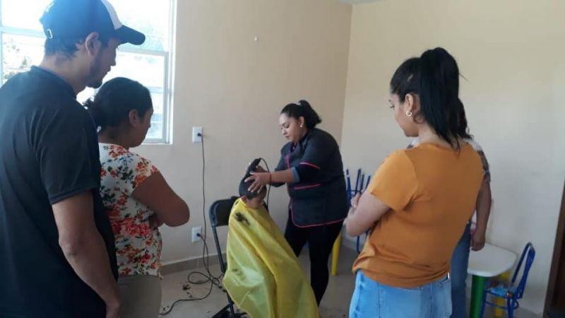 Servicios de corte de cabello a las comunidades