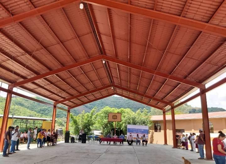 Hicimos entrega de la Techumbre de la Plaza Principal en la localidad de Potrero de Arriba